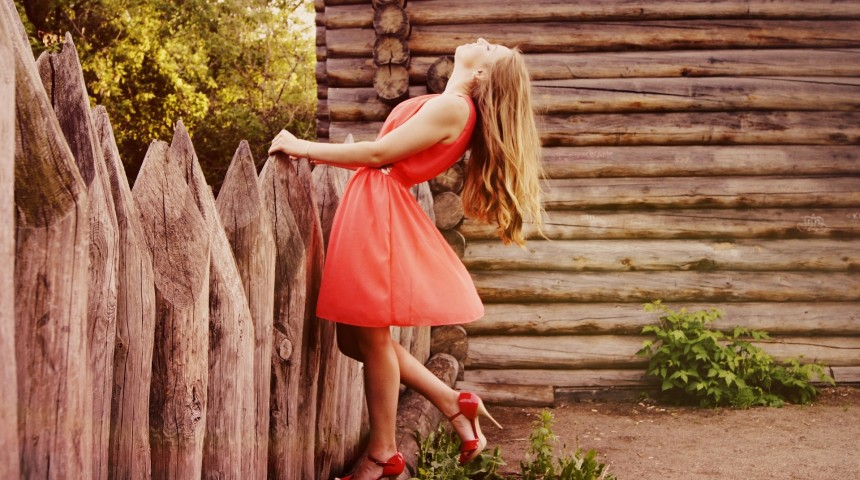 Mujer con vestido primaveral, blog palacio de hielo