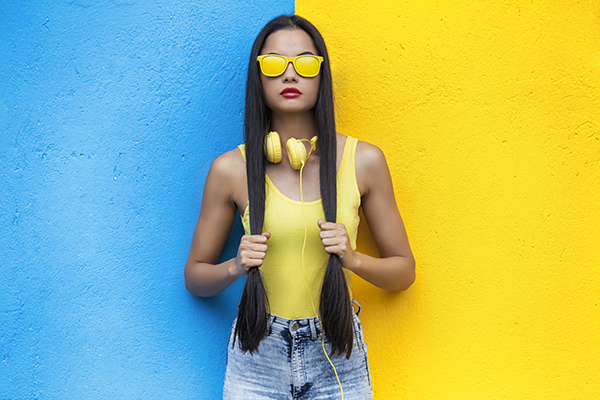 Vestir de color amarillo, palacio de hielo