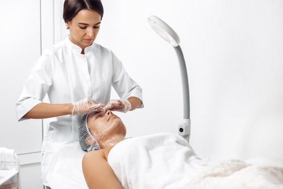 Rutina facial y corporal para cuidar la piel tras el verano